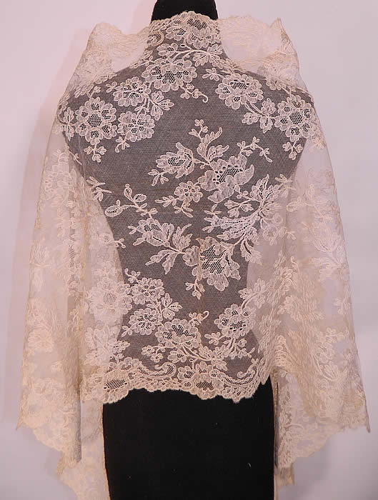 Victorian Antique Blonde Chantilly Bobbin Lace Mantilla ...