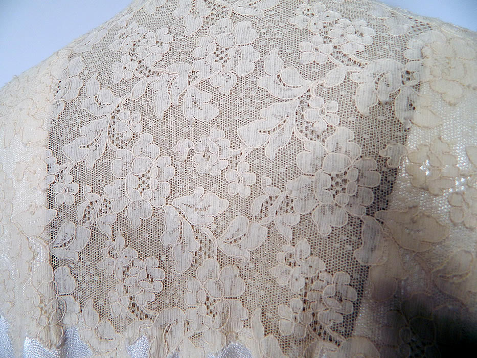 95c5e5d3dc Vintage White Satin Lace Negligee Nightgown   Robe Peignoir Trousseau Set.  There is a matching