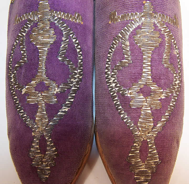 Vintage Moroccon Childs Cherbil Gold Embroidery Purple Velvet Slipper Shoes close up