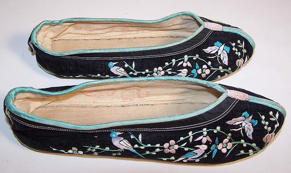 Chinese Black Velvet Embroidered Butterfly Bird Slipper Shoes