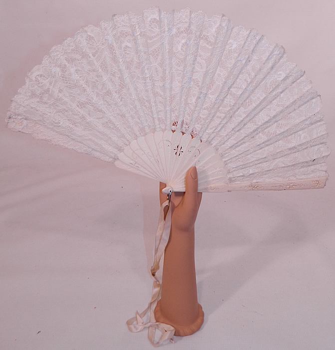 Antique Victorian Bridal Wedding White Bobbin Lace Pleated Folding Fan. This Victorian era antique bridal wedding white bobbin lace pleated folding fan dates from 1900.