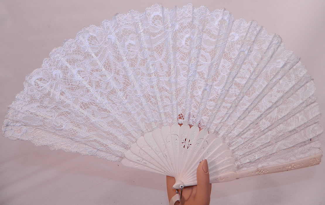 Antique Victorian Bridal Wedding White Bobbin Lace Pleated Folding Fan. It is made of a pleated white hand made bobbin lace, with decorative carved pierced bone sticks and guards.