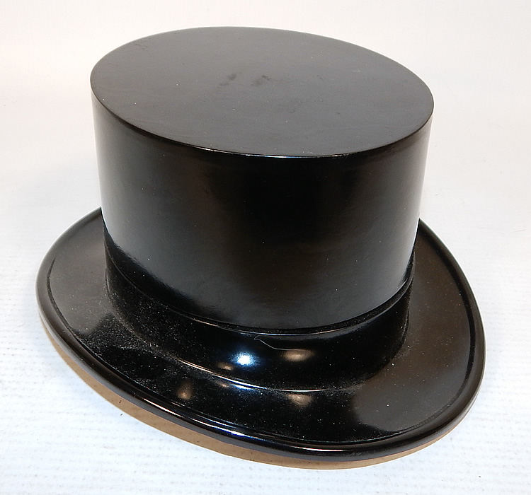 Vintage Paris Top Hat Box Never Used Mens Sock Garters & Suspenders Braces